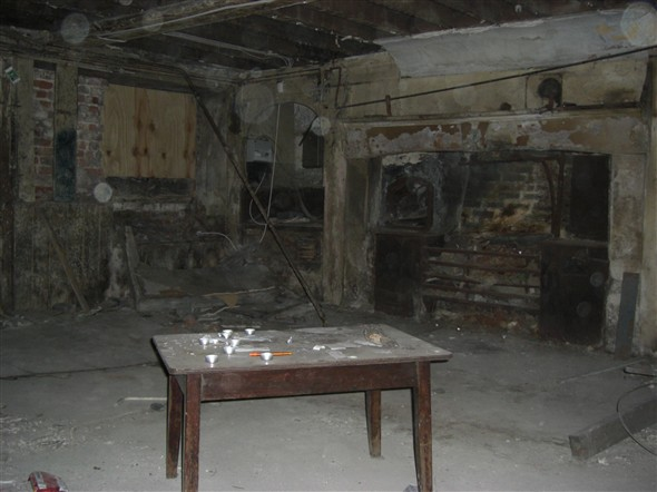 Photo:Basement where, according to the current squatters, drug users have been injecting, September 2009