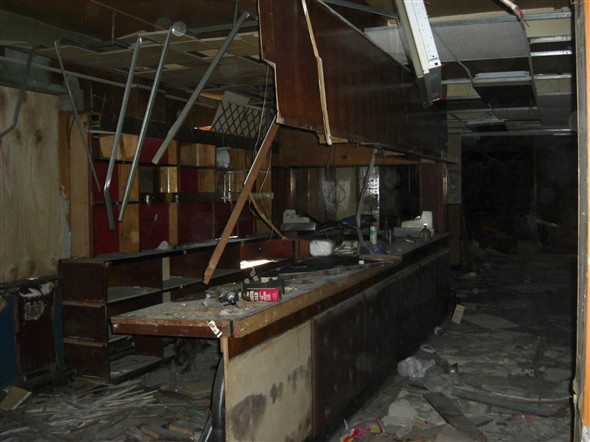Photo:Collapsing bar area, September 2009