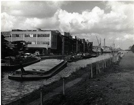 Photo:Industry on the Lee Navigation Canal